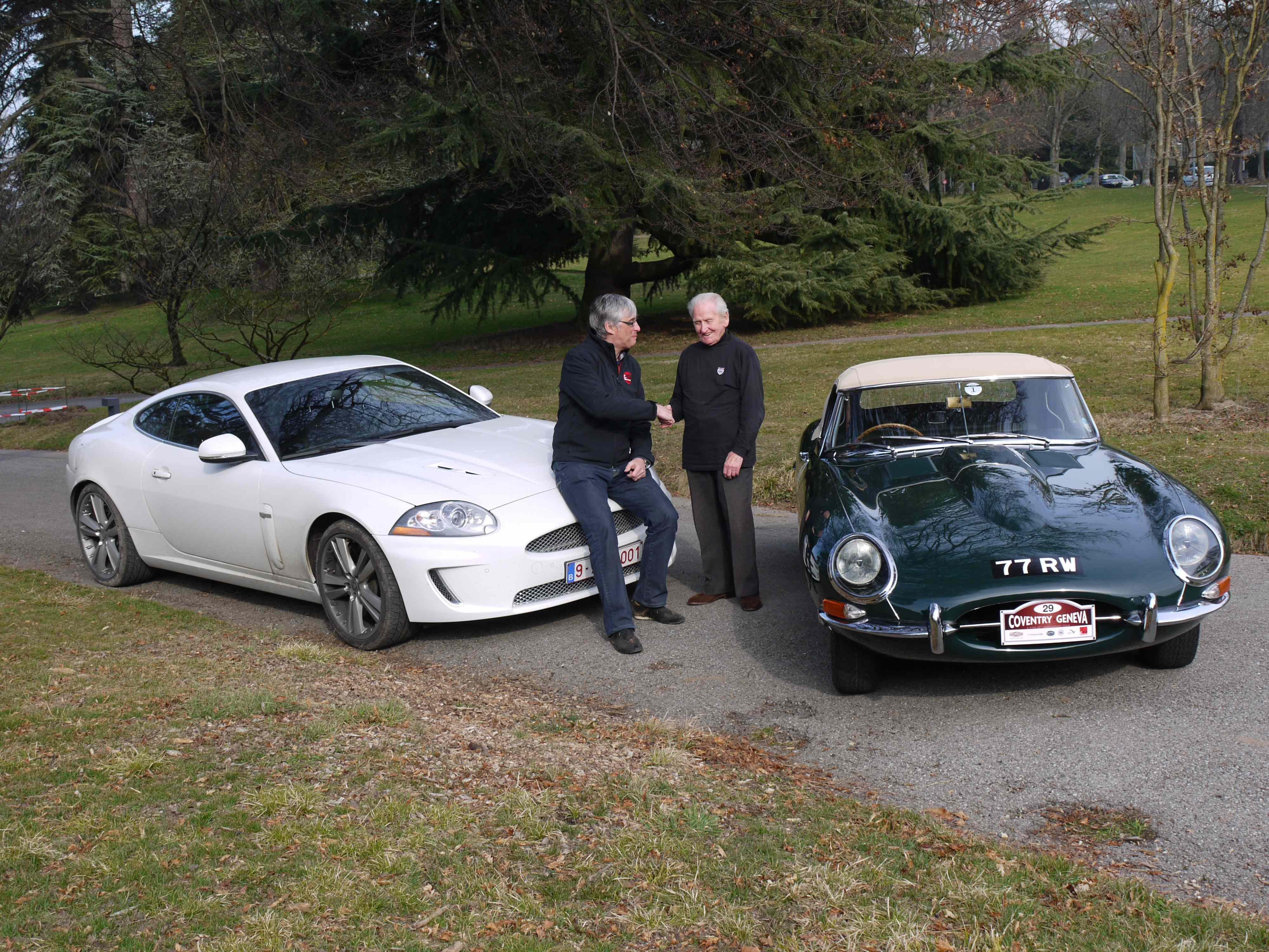 Norman Dewis en IK 50 years E-Type